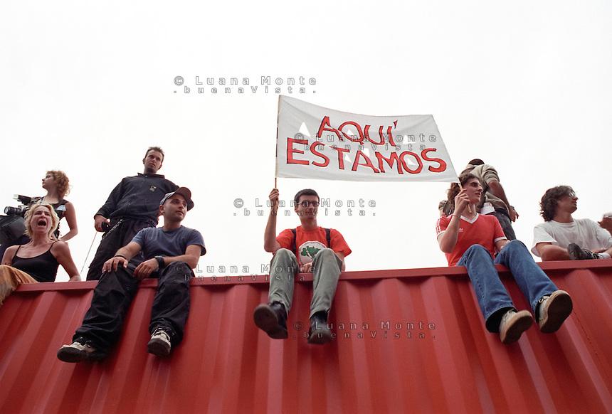 - Genova G8 2001, manifestazioni contro il summit. ..- Genoa G8 2001, Demonstration against the summit.