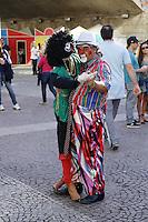 SAO PAULO, SP, 06 DE JULHO DE 2013. ARRAIAL DE SAO PAULO NO VALE DO ANHANGABAU.  Palhaço dança com boneca da Nega Maluca durante o Arraial São Paulo no Vale do Anhangabaú que acontece neste final de semana no centro de São Paulo.FOTO ADRIANA SPACA/BRAZIL PHOTO PRESS
