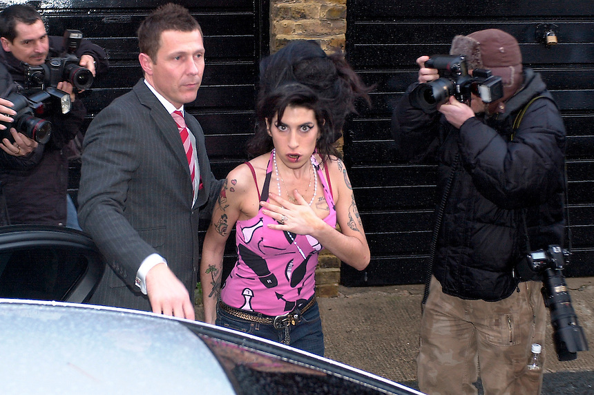 AMY WINEHOUSE LEAVES HER FLAT IN Jeffreys Place Camden Town London.PIC JAYNE RUSSELL.5.12.07