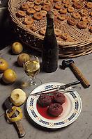 """Europe/France/Pays de la Loire/49/Maine-et-Loire/Env Turquant/Le Val-Hulin: """"Troglo'Tap"""" - Fabrication ancestrale des """"pommes tapées"""""""