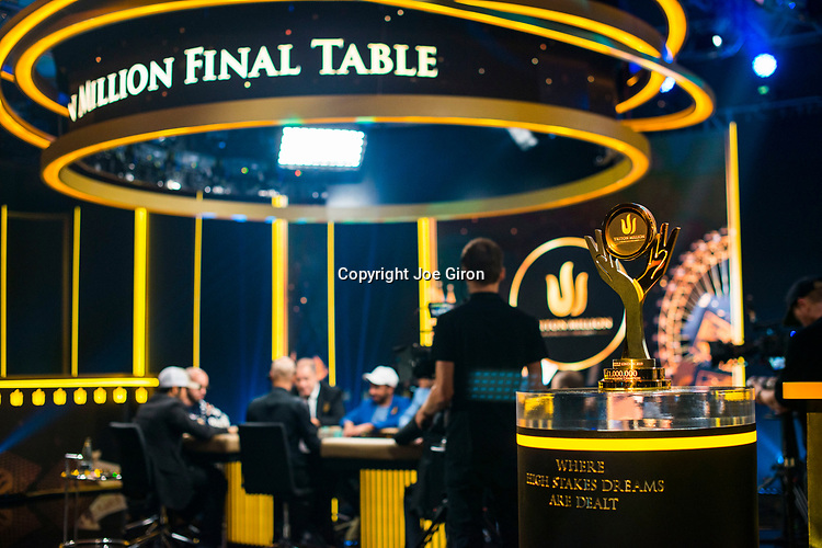 Trophy & TV Final Table Set