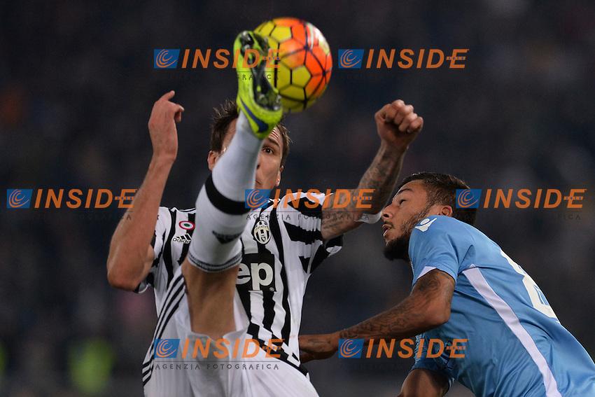 Mario Mandzukic Juventus, Ricardo Kishna Lazio.<br /> Roma 4-12-2015 Stadio Olimpico, Football Calcio 2015/2016 Serie A Lazio - Juventus. Foto Antonietta Baldassarre / Insidefoto