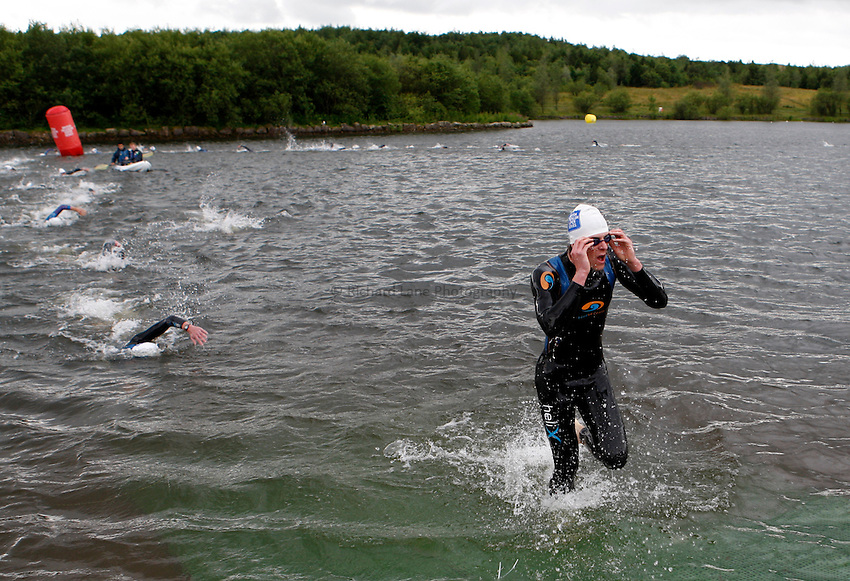 Photo: Richard Lane/Richard Lane Photography. British Triathlon Super Series, Parc Bryn Bach. 18/07/2009. Men's Elite Race swimming exit.