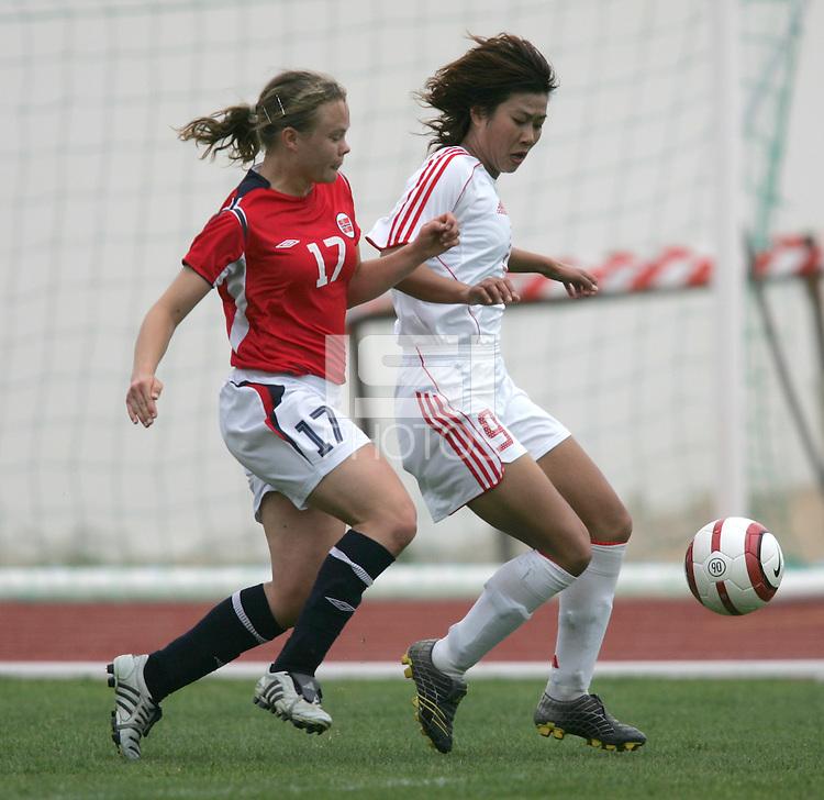 MAR 15, 2006: Albufeira, Portugal:  Duan Han, Toril Akerhaugen