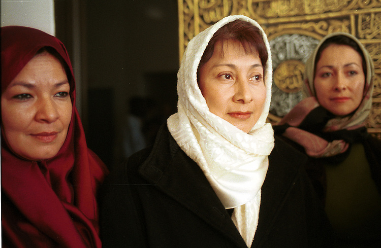 L-R Sara Bama-Diaz, Marta Khadija-Galedary and Patricia Lopez members of the Los Angeles Latin Muslim Association at Masjid (Mosque) Omar Ibn Al Khattab for end of Ramadan prayers in Los Angeles CA 16 December 2001.