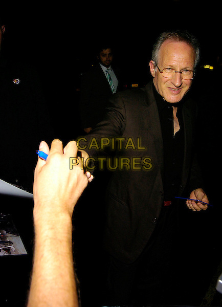 "MICHAEL MANN.""Miami Vice"" UK film premiere, Odeon Leicester Square, London UK..July 27th, 2006.Ref: CAN.half length black suit jacket.www.capitalpictures.com.sales@capitalpictures.com.©Can Nguyen/Capital Pictures"