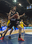 14.04.2018, EWE Arena, Oldenburg, GER, BBL, EWE Baskets Oldenburg vs s.Oliver W&uuml;rzburg, im Bild<br /> unter dem Korb<br />  Philipp SCHWETHELM(EWE Baskets Oldenburg #33)<br /> Owen KLASSEN (s.Oliver W&uuml;rzburg #4 )<br /> Foto &copy; nordphoto / Rojahn