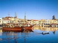 Greece, Crete, Rethymno: Venetian Harbour at Sunrise | Griechenland, Kreta, Rethymno: der Venezianische Hafen am fruehen Morgen