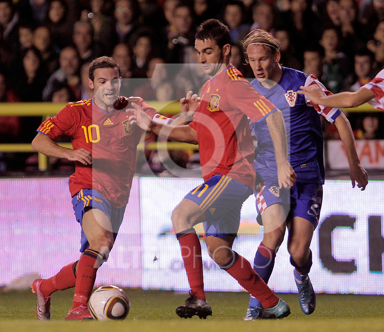 Spain's Juan Manuel Mata (l) and Adrian Lopez and Croatia's Domagoj Vida (r) during UEFA Under21 Eurocup qualifying match.October 9,2010. (ALTERPHOTOS/Acero)