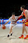 Spain´s Pau Gasol (R) and France´s Heurtel during FIBA Basketball World Cup Spain 2014 match between Spain and France at `Palacio de los deportes´ stadium in Madrid, Spain. September 10, 2014. (Victor Blanco)