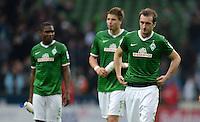 FUSSBALL   1. BUNDESLIGA   SAISON 2013/2014   9. SPIELTAG SV Werder Bremen - SC Freiburg                           19.10.2013 Cedrick Makiadi, Sebastian Proedl und Luca Caldirola (v.l., alle SV Werder Bremen) sind nach dem Abpfiff enttaeuscht