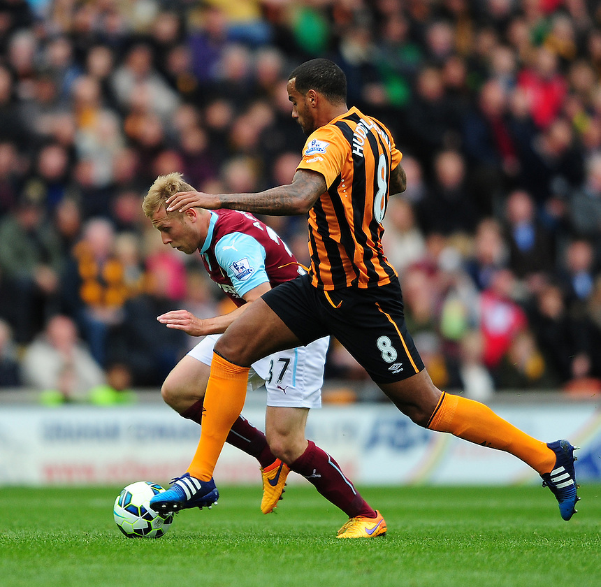 Burnley's Scott Arfield vies for possession with Hull City's Tom Huddlestone<br /> <br /> Photographer: Chris Vaughan/CameraSport<br /> <br /> Football - Barclays Premiership - Hull City v Burnley - Saturday 9th May 2015 - Kingston Communications Stadium - Hull<br /> <br /> &copy; CameraSport - 43 Linden Ave. Countesthorpe. Leicester. England. LE8 5PG - Tel: +44 (0) 116 277 4147 - admin@camerasport.com - www.camerasport.com
