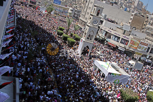 "Palestinians eat of the biggest dish of traditional sweets ""Konafa"" into the Guinness Book of Records in the West Bank city of Nablus on July 18 2009. Photo by Issam Rimawi"