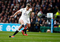 Photo: Richard Lane/Richard Lane Photography. England v New Zealand. QBE Autumn International. 08/11/2014. England's Owen Farrell kicks.