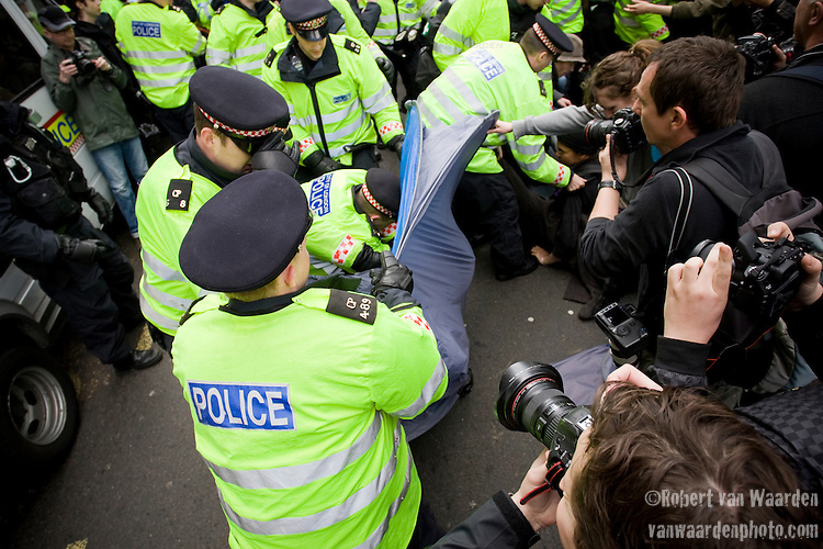 Police initally attempted to stop the camp from being set up, arresting campers and confiscating tents. Climate Camp in the City - G20 - London (©Robert vanWaarden)