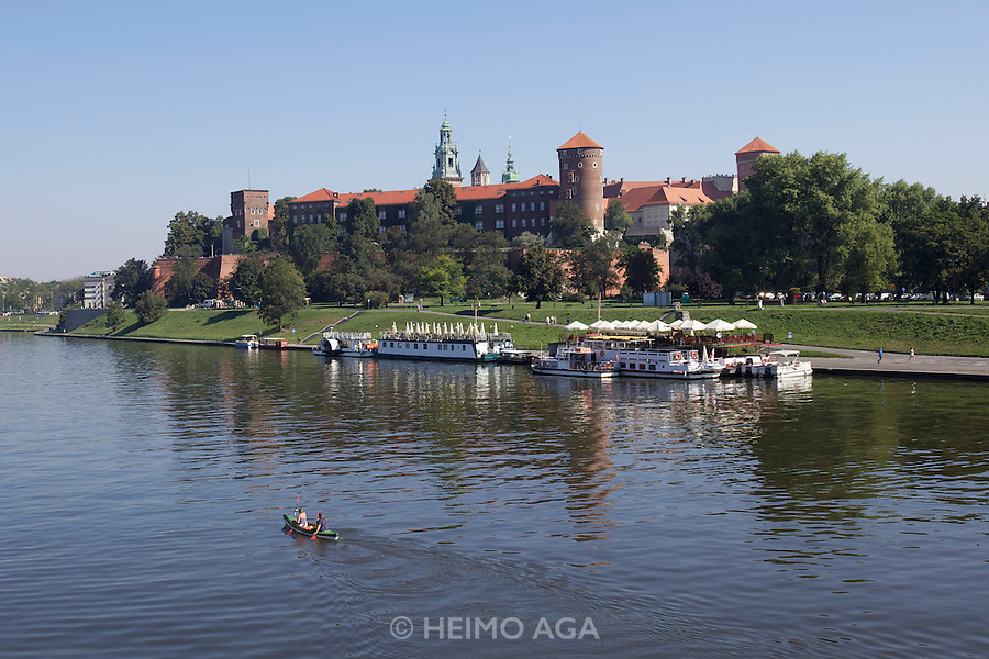 Wisla river and Wawel (castle).