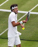 26-06-12, England, London, Tennis , Wimbledon, Robin Haase is gefrustreerd in zijn partij tegen Del Potro