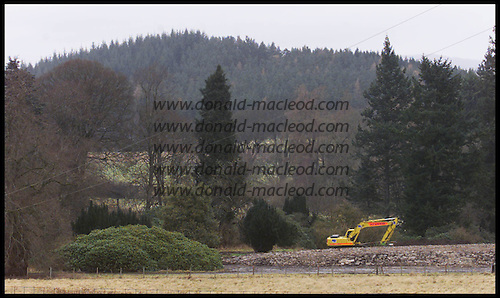 A digger flattens out all that remians of Lanrick - the historic seat of the Clan Gregor - near Doune, Stirling  ..... picture by Donald MacLeod 19.2.02