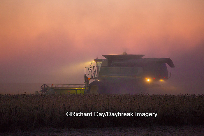 63801-06606 John Deere combine harvesting soybeans at sunset, Marion Co., IL