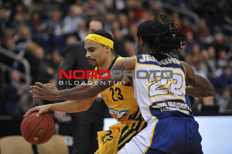 21.12.2012, O2 World, Berlin, GER, 1. BBL, Alba Berlin vs EWE Baskets Oldenburg im Bild Zweikampf zwischen Dashaun Wood (ALBA Berlin) links und Julius Jenkins (EWE Baskets Oldenburg) rechts Aktion/Action<br /> <br /> Foto &copy; nph / Schulz