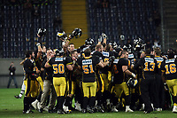 Siegesjubel Berlin Adler nach dem Gewinn des German Bowl<br /> German Bowl XXXI Berlin Adler vs. Kiel Baltic Hurricanes, Commerzbank Arena *** Local Caption *** Foto ist honorarpflichtig! zzgl. gesetzl. MwSt. Auf Anfrage in hoeherer Qualitaet/Aufloesung. Belegexemplar an: Marc Schueler, Alte Weinstrasse 1, 61352 Bad Homburg, Tel. +49 (0) 151 11 65 49 88, www.gameday-mediaservices.de. Email: marc.schueler@gameday-mediaservices.de, Bankverbindung: Volksbank Bergstrasse, Kto.: 151297, BLZ: 50960101