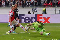Torwart Emiliano Martinez (Arsenal London) holt sich die Flanke - 19.09.2019:  Eintracht Frankfurt vs. Arsenal London, UEFA Europa League, Gruppenphase, Commerzbank Arena<br /> DISCLAIMER: DFL regulations prohibit any use of photographs as image sequences and/or quasi-video.
