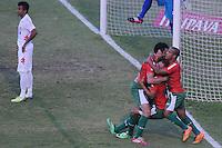 SÃO PAULO, SP, 17 DE MAIO DE 2O14 - ESPORTES - FUTEBOL - CAMPEONATO BRASILEIRO SÉRIE B - PORTUGUESA X AMÉRICA (RN) - Allan Dias (C) comemora cm Caio Mancha (E) Serginho (D) durante partida contra a equipe do América (RN), válida pela 5ª rodada do campeonato Brasileiro série (B), no estádio do Canindé, neste sábado (17) às 16h20 na zona Norte da cidade de São Paulo. Fotos: Dorival Rosa/Inovafoto/Gazetapress.