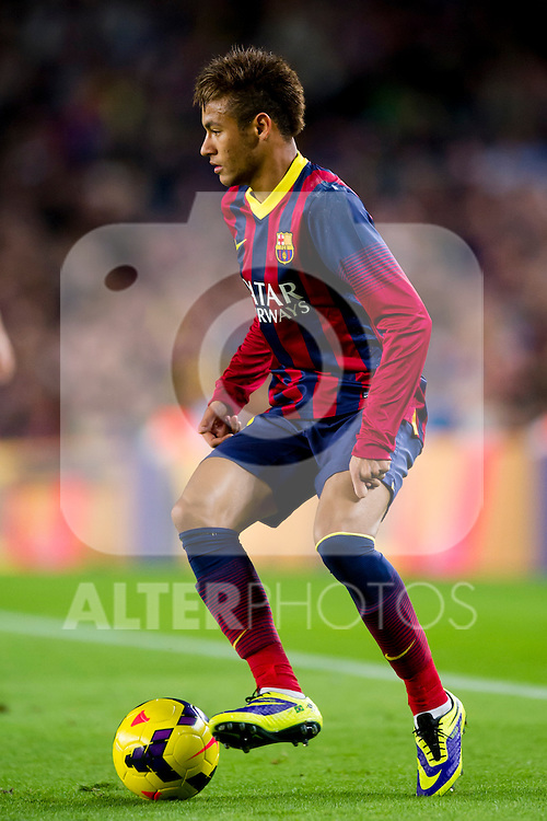 FC Barcelona's Neymar Santos Jr conducts the ball during La Liga 2013-2014 match against RCD Espanyol. November 1, 2013. (ALTERPHOTOS/Alex Caparros)