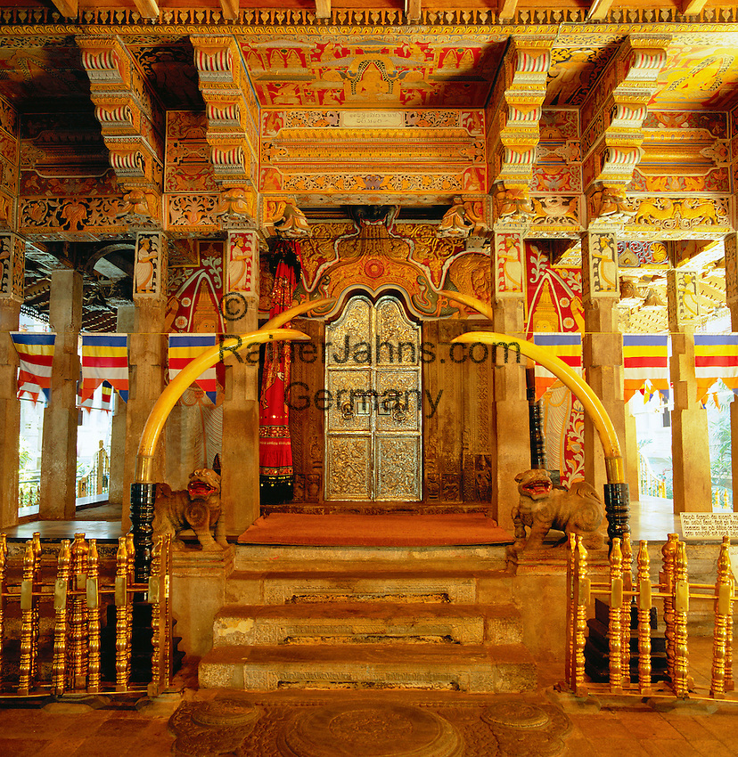 Sri Lanka, Kandy: Temple of the Tooth - interior | Sri Lanka, Kandy: Der Zahntempel (Temple of the Tooth) - innen