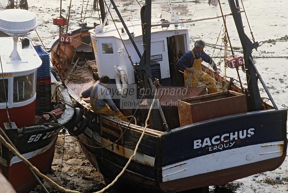 Europe/France/Bretagne/22/Côtes d'Armor/Erquy: Pêcheurs au port
