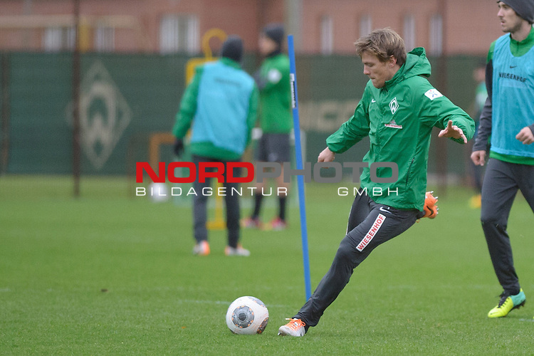 17.12.2013, Trainingsgelaende, Bremen, GER, 1.FBL, Training Werder Bremen, im Bild Clemens Fritz (Bremen #8)<br /> <br /> Foto &copy; nordphoto / Frisch