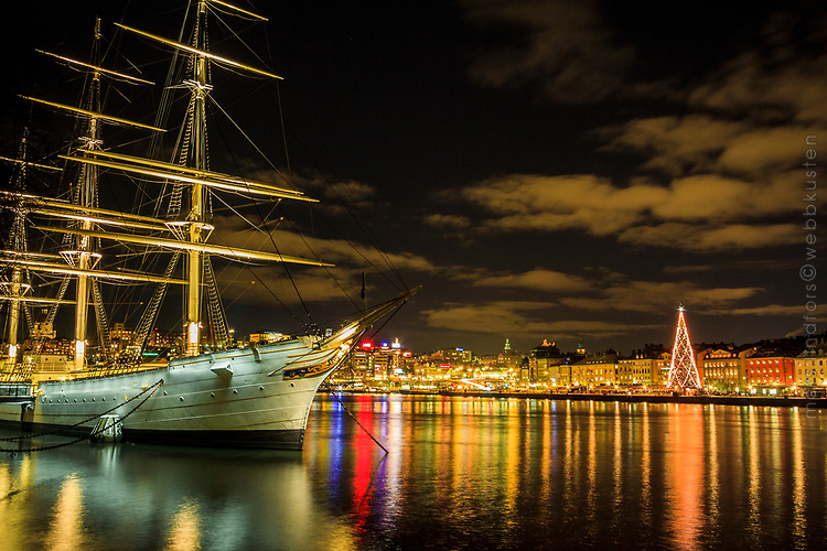 Af Chapman med Gamla stan Stockholm i mörk vinternatt