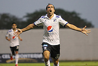 MONTERIA - COLOMBIA - 19-04-2015: Federico Insua  de Millonarios celebra su gol contra Jaguares de FC   , durante partido  por la fecha 16 entre  Jaguares FC  y Millonarios de la Liga Aguila I-2015, en el estadio Municipal de Monteria de la ciudad de  Monteria . / Federico Insua  player of  Millonarios  celebrates his goal against Jaguares FC   during an  match of the 16 date between Jaguares FC and  Millonarios  for the Liga Aguila I -2015 at the Municipal  Stadium of Monteria  city, Photo: VizzorImage / Andrew Indell  / Staff.
