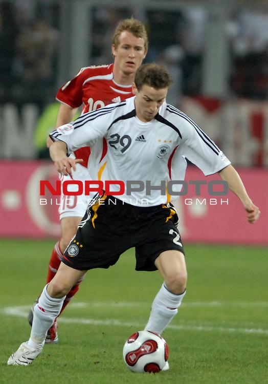Freundschaftsspiel Vorbereitung EM 2007 <br /> <br /> Deutschland (GER) - Daenemark (DEN) 0 - 1<br /> <br /> Thomas Kahlenberg (DEN) - Jan Schlaudraff (GER)<br /> <br /> Foto &copy; nph (  nordphoto  )  *** Local Caption ***