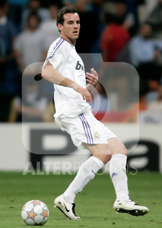 Real Madrid's Christophe Metzelder during Champions League match at Santiago Bernabeu stadium in Madrid, September 19, 2007. (ALTERPHOTOS/Alvaro Hernandez).