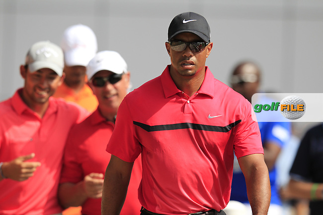 Tiger Woods (USA) walks to the 10th tee during Sunday's Final Round of the Omega Dubai Desert Classic 2014 held at the Emirates Golf Club, Dubai. 2nd February 2014.<br /> Picture: Eoin Clarke www.golffile.ie