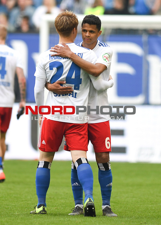 19.05.2019,  GER; 2. FBL, Hamburger SV vs MSV Duisburg ,DFL REGULATIONS PROHIBIT ANY USE OF PHOTOGRAPHS AS IMAGE SEQUENCES AND/OR QUASI-VIDEO, im Bild die Mannschaft des HSV jubelt nach dem Spiel Foto © nordphoto / Witke