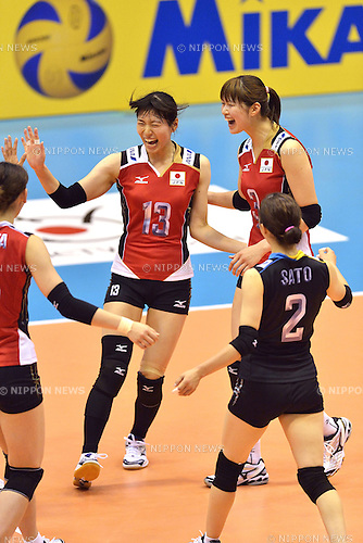 (L-R) Risa Shinnabe, Saori Kimura, Arisa Sato (JPN),<br /> AUGUST 18, 2013 - Volleyball :<br /> 2013 FIVB World Grand Prix, Preliminary Round Week 3 Pool M match Japan 3-2 Czech Republic at Sendai Gymnasium in Sendai, Miyagi, Japan. (Photo by Ryu Makino/AFLO)