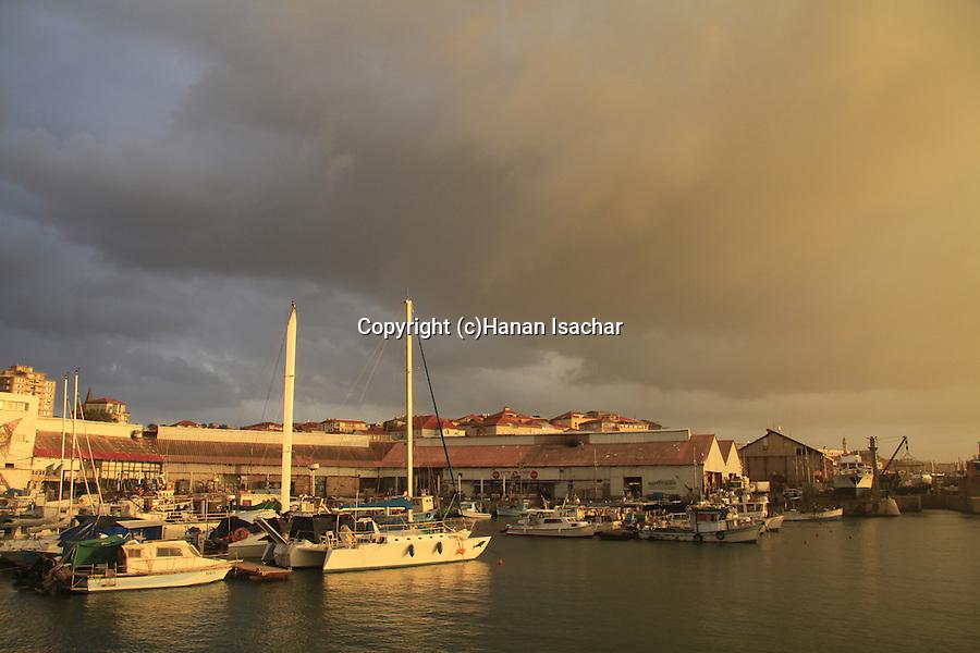 Israel, Tel Aviv-Yafo, sunset at Old Jaffa port
