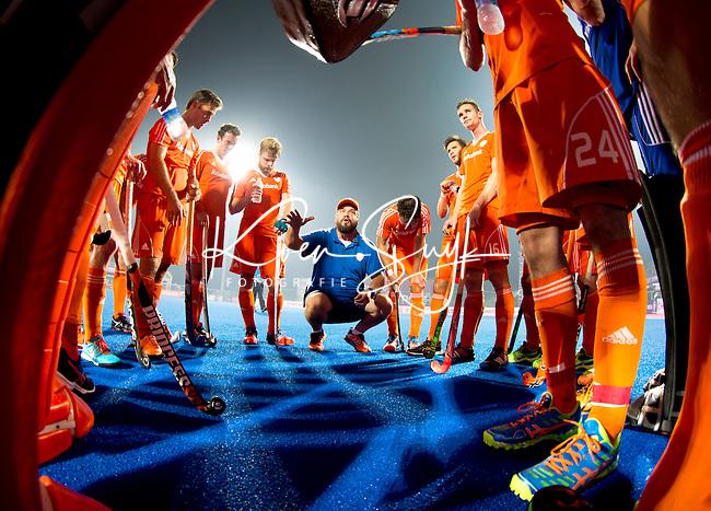 3e prijs NSP Sportfoto van het jaar. 2014BHUBANESWAR  (INDIA)  - Bondscoach Max Caldas  spreekt het team toe na  tijdens de   Champions Trophy Hockey.