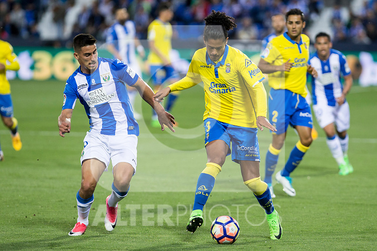 Alberto Martin of Club Deportivo Leganes competes for the ball with Mauricio Lemos of UD Las Palmas during the match of La Liga between Deportivo Leganes and Union Deportiva Las Palmas  Butarque Stadium  in Madrid, Spain. April 25, 2017. (ALTERPHOTOS/Rodrigo Jimenez)