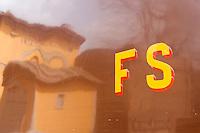 L'insegna delle Ferrovie dello Stato sulla fiancata di treno d'epoca degli anni Venti in occasione della presentazione degli itinerari storici proposti dal Ministero dei Beni Culturali e del Turismo e dalla Fondazione FS Italiane, alla stazione di Torrenieri-Montalcino, lungo il tracciato dell'antica ferrovia della Val d'Orcia, 11 aprile 2015.<br /> The sign of the Italian Railways company (FS) on the side of a vintage train of the twenties traveling on the occasion of the presentation of the historical tours proposed by the Italian Culture and Tourism Minister and Fondazione FS Italiane (Italian Railways Foundation), at Torrenieri-Montalcino's railway station along the Val d'Orcia, Tuscany, 11 April 2015.<br /> UPDATE IMAGES PRESS/Riccardo De Luca