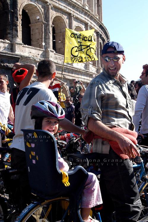 Roma .Critical Mass .Coincidenza organizzata di ciclismo critico urbano..Rome .Critical Mass .Organized coincidence of critical urban cycling..