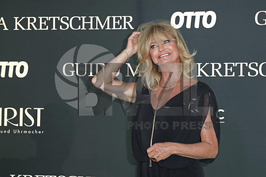 "BERLIN, ALEMANHA, 05.07.2017 - BERLIN-FASHION WEEK- Guido Maria Kretschmer Fashion Show apresenta Otto ""Luz de la Luna"", em Berlin, na Alemanha nesta quarta-feira, 05. (Foto: Wenzel/Brazil Photo Press)"