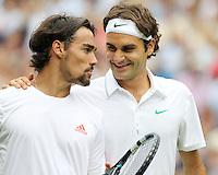 LONDRES, INGLATERRA, 27 JUNHO 2012 - TORNEIO DE WIMBLEDON - Os tenistas Roger Federer (D) cumprimenta Fabio Fognini durante torneio de Wimbledon, em Londres, Inglaterra, nesta quarta-feira, 27. (FOTO: PIXATHLON / BRAZIL PHOTO PRESS).