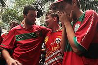 RIO DE JANEIRO, RJ, 16.12.2013 - JULGAMENTO PORTUGUESA - Julgamento da Portuguesa acontece no STJD e torcedores do Fluminense e da Portuguesa se concentram em frente ao STJD para acompanhar o julgamento, e aproveitam para provocarem uns aos  outros, nessa segunda 16. (Foto: Levy Ribeiro / Brazil Photo Press)
