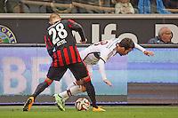 Sonny Kittel (Eintracht) holt sich den Ball gegen Juan Bernat (Bayern) - Eintracht Frankfurt vs. FC Bayern München, Commerzbank Arena