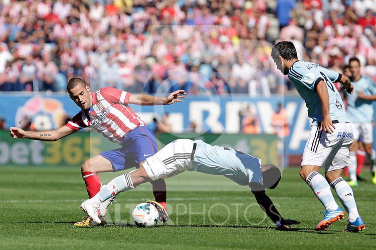 Atletico de Madrid´s Mario Suarez (B) and Celta de Vigo´s during La Liga 2013/14 match. October 06, 2013. (ALTERPHOTOS/Victor Blanco)