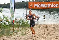 Tina Lucas (EOSC Offenbach) kommt als erste Frau aus dem Wasser - Mörfelden-Walldorf 21.07.2019: 11. MoeWathlon