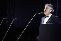SAO PAULO, SP, 13 DE DEZEMBRO 2012 - SHOW ANDREA BOCELLI - O tenor italiano Andrea Bocelli se apresenta ao lado da cantora brasileiro Sandy no Jockey Club de São Paulo, na zona oeste da capital paulista, nesta quinta-feira. FOTO: VANESSA CARVALHO - BRAZIL PHOTO PRESS.